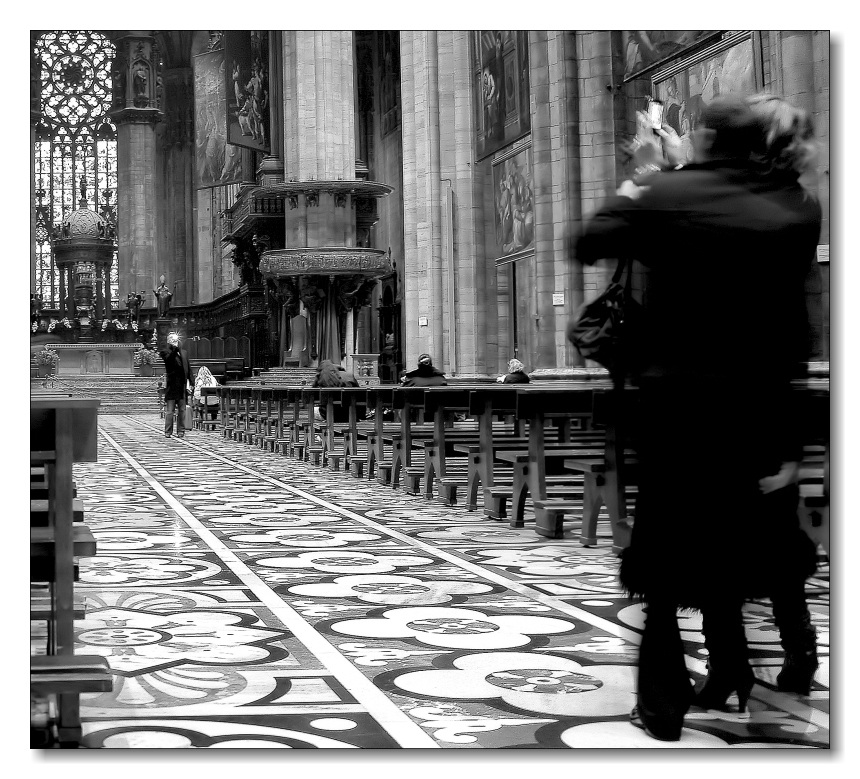 photo duel in the Cathedral...