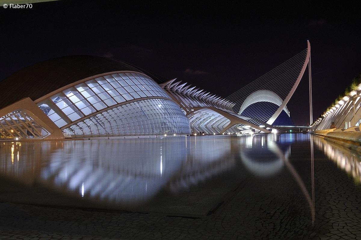 Ciudad de las Artes y las Ciencias night...