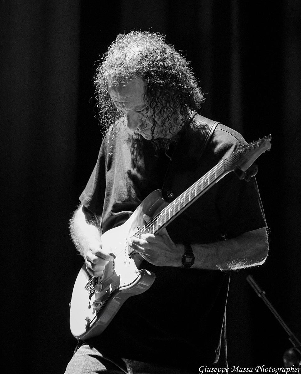 Scott Henderson (hbc Super Trio)...