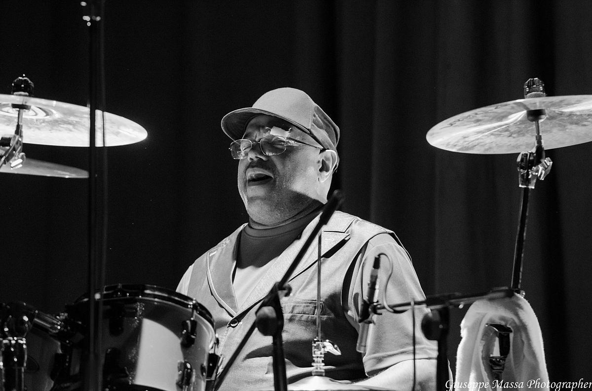 Dennis Chambers (hbc Super Trio)...
