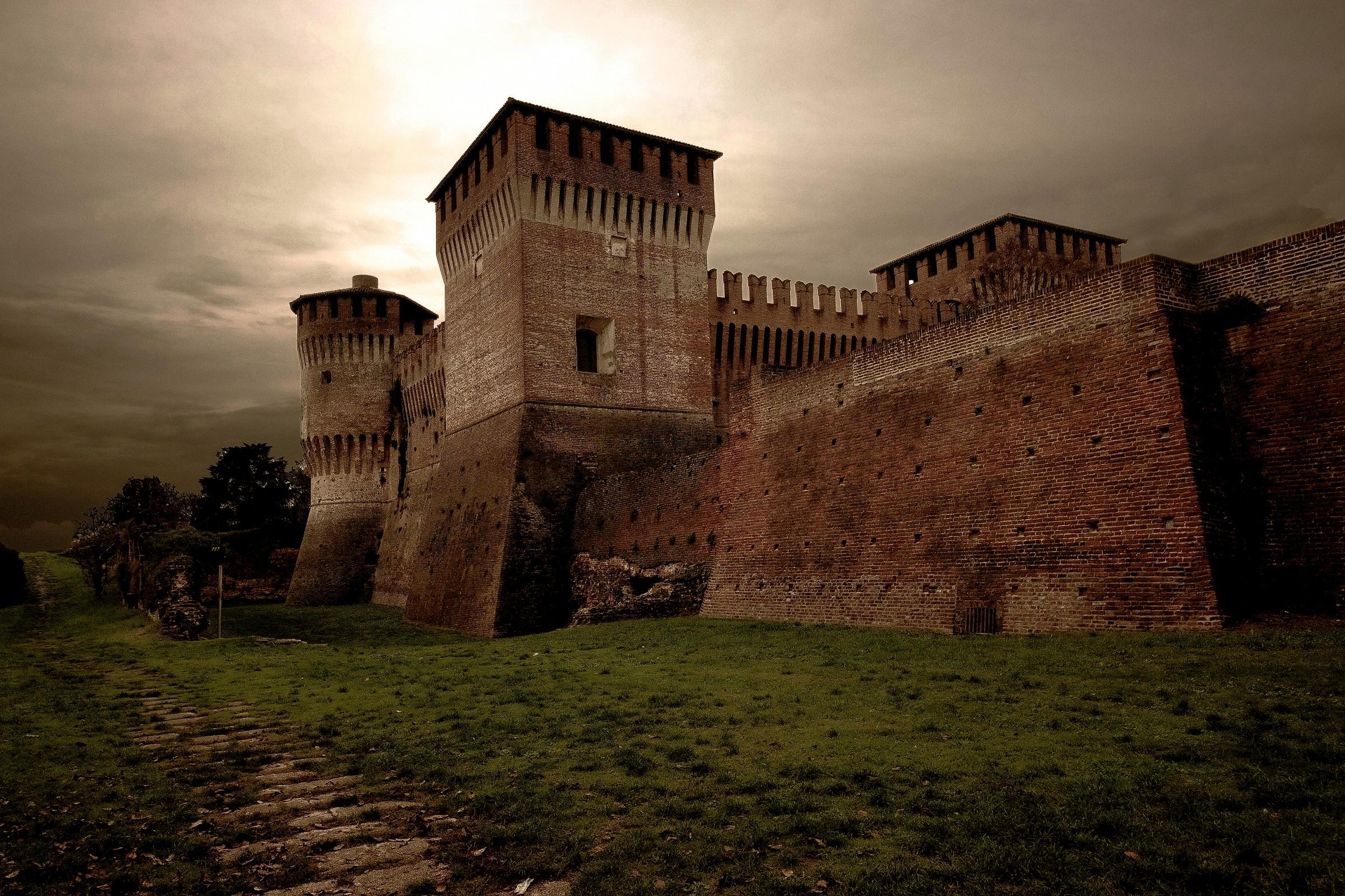 Po Valley, Castle Soncino...