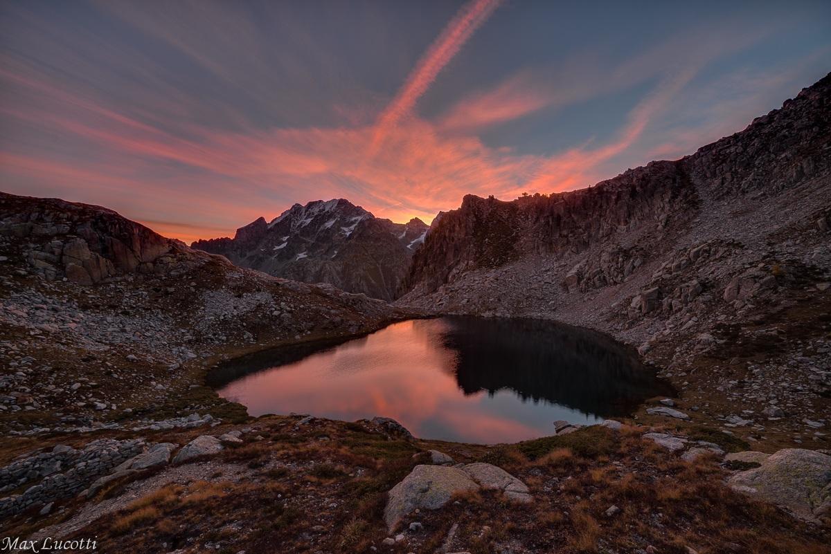 Il lago di Fremamorta all'alba...