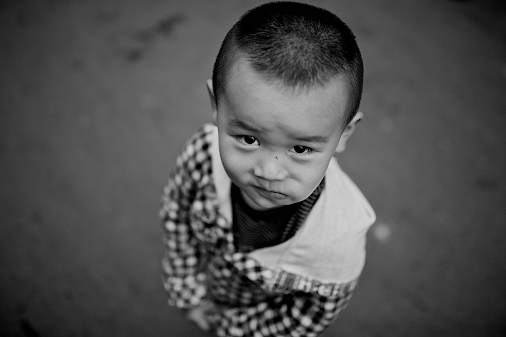 Bambino curioso, Shanghai, Mercatino...