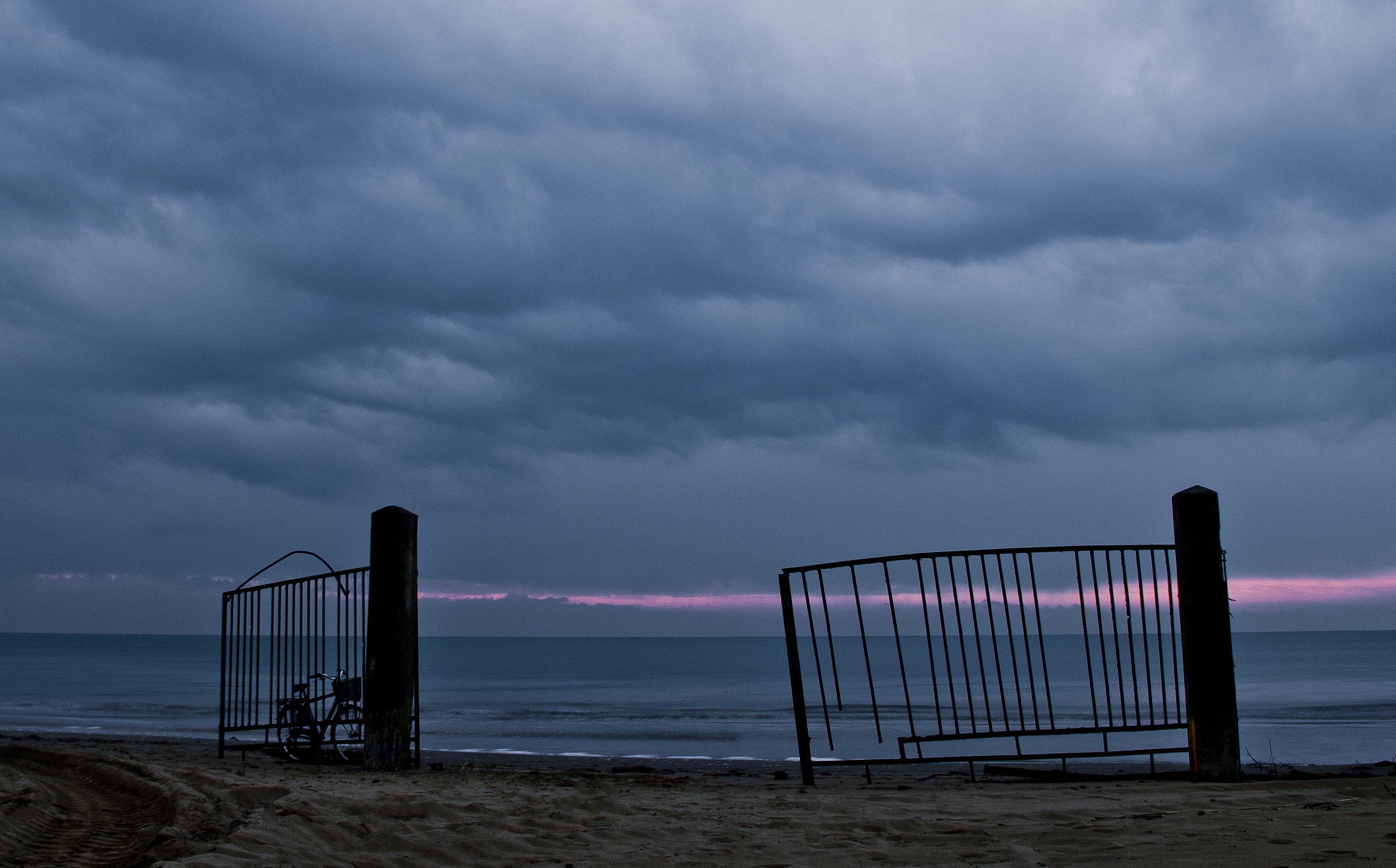 a gate to the sea...