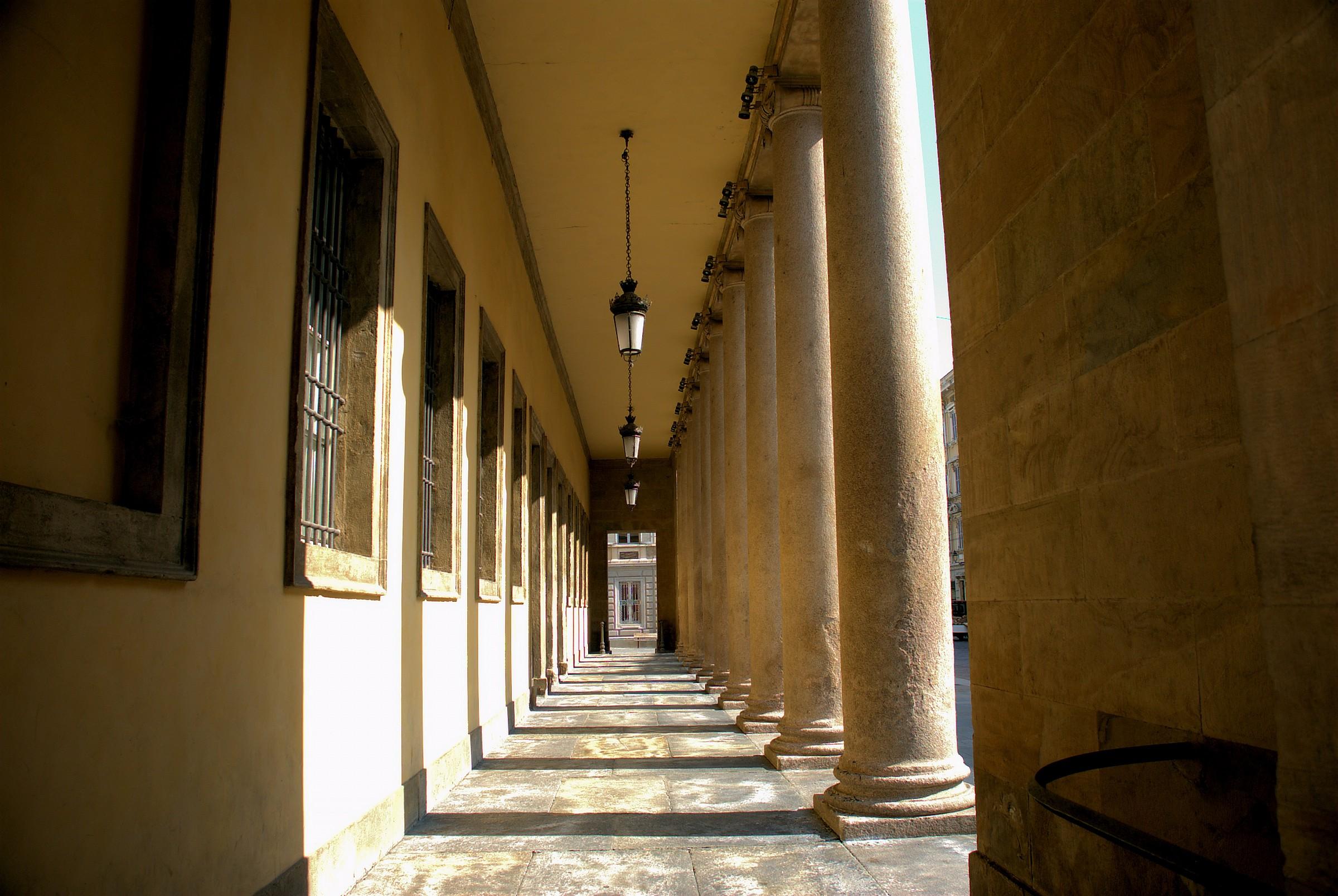 Parma-Colonnato del Teatro Regio...