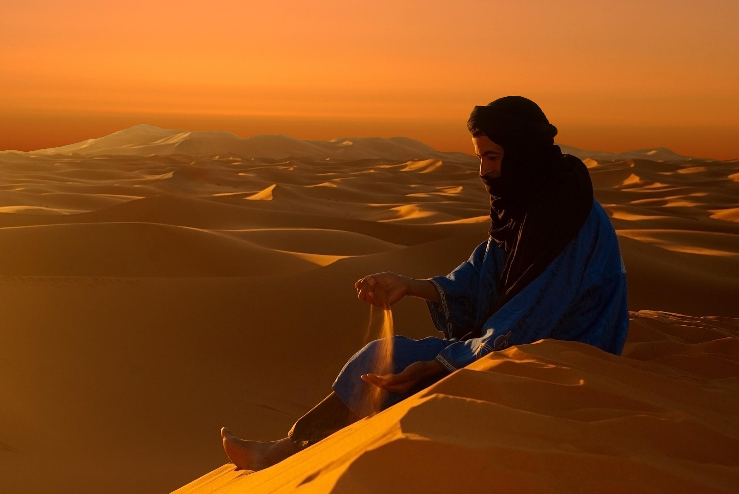 Auguri a tutti!!! Alba nel deserto...