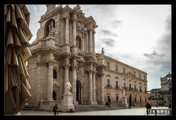 Sicilia piazza duomo di siracusa juzaphoto for Mercatino dell usato siracusa