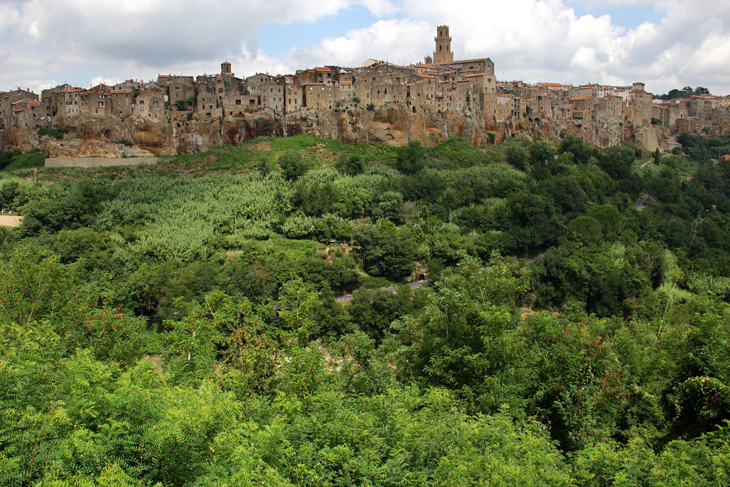 Town of Pitigliano (gr)...