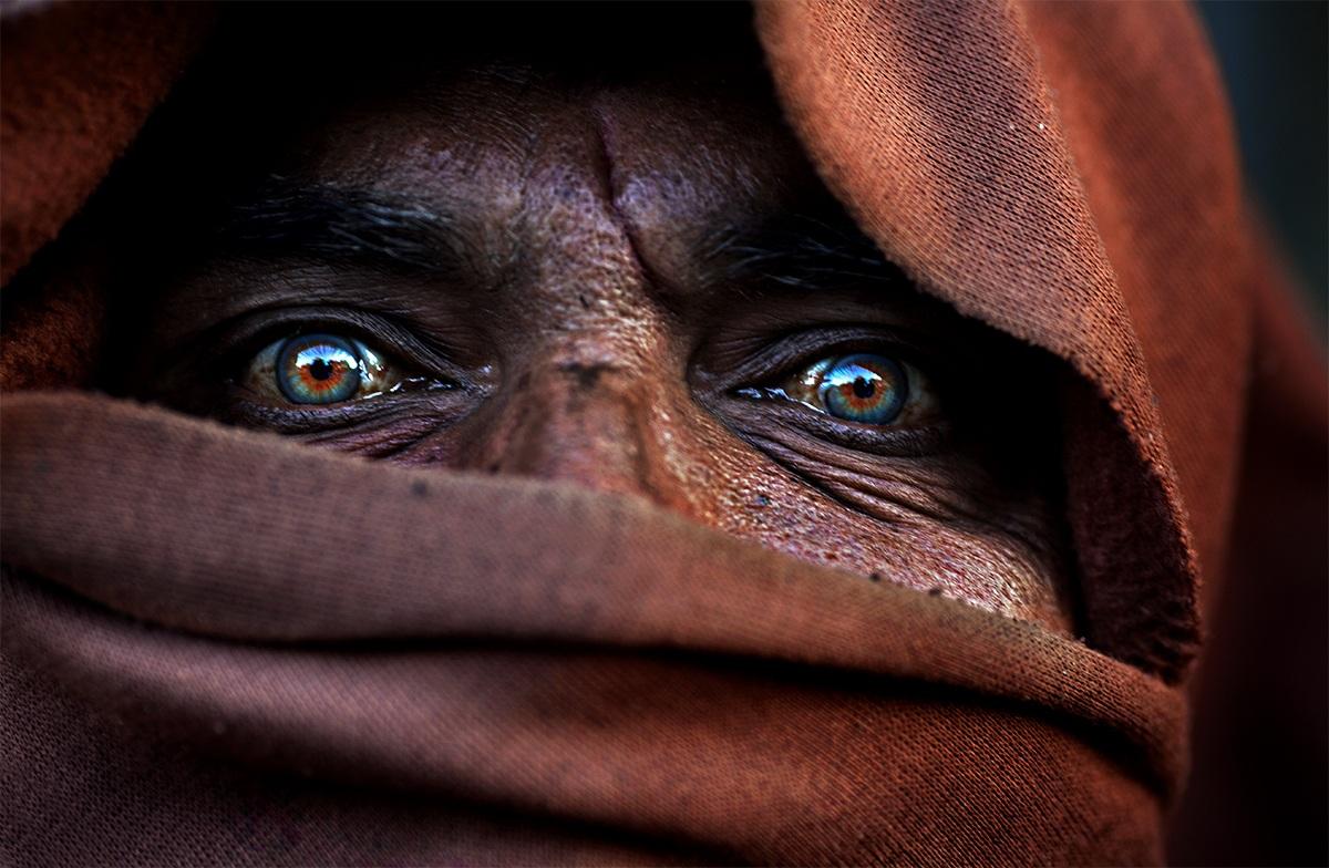 occhi azzurri?! trovati (india)...