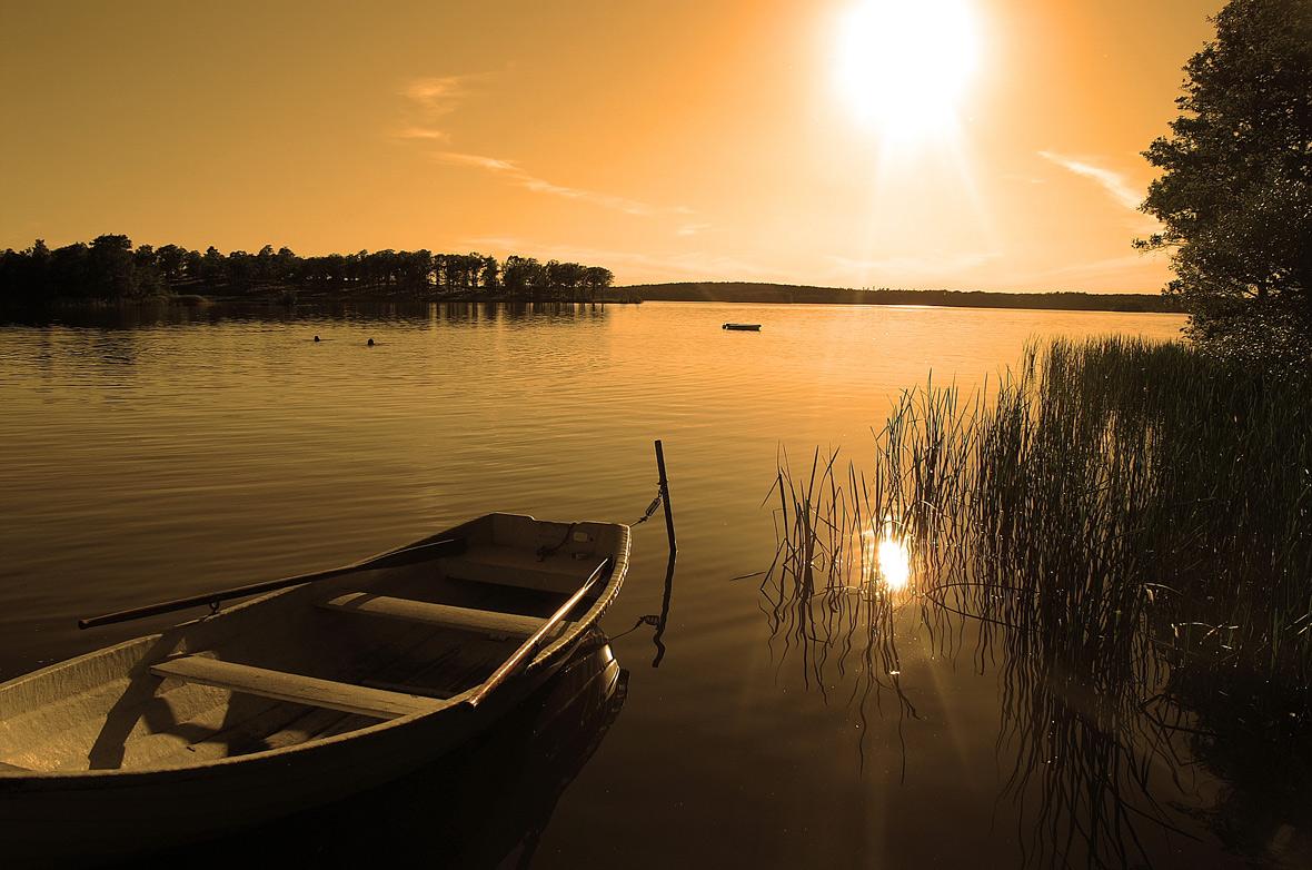 controluce sul lago...