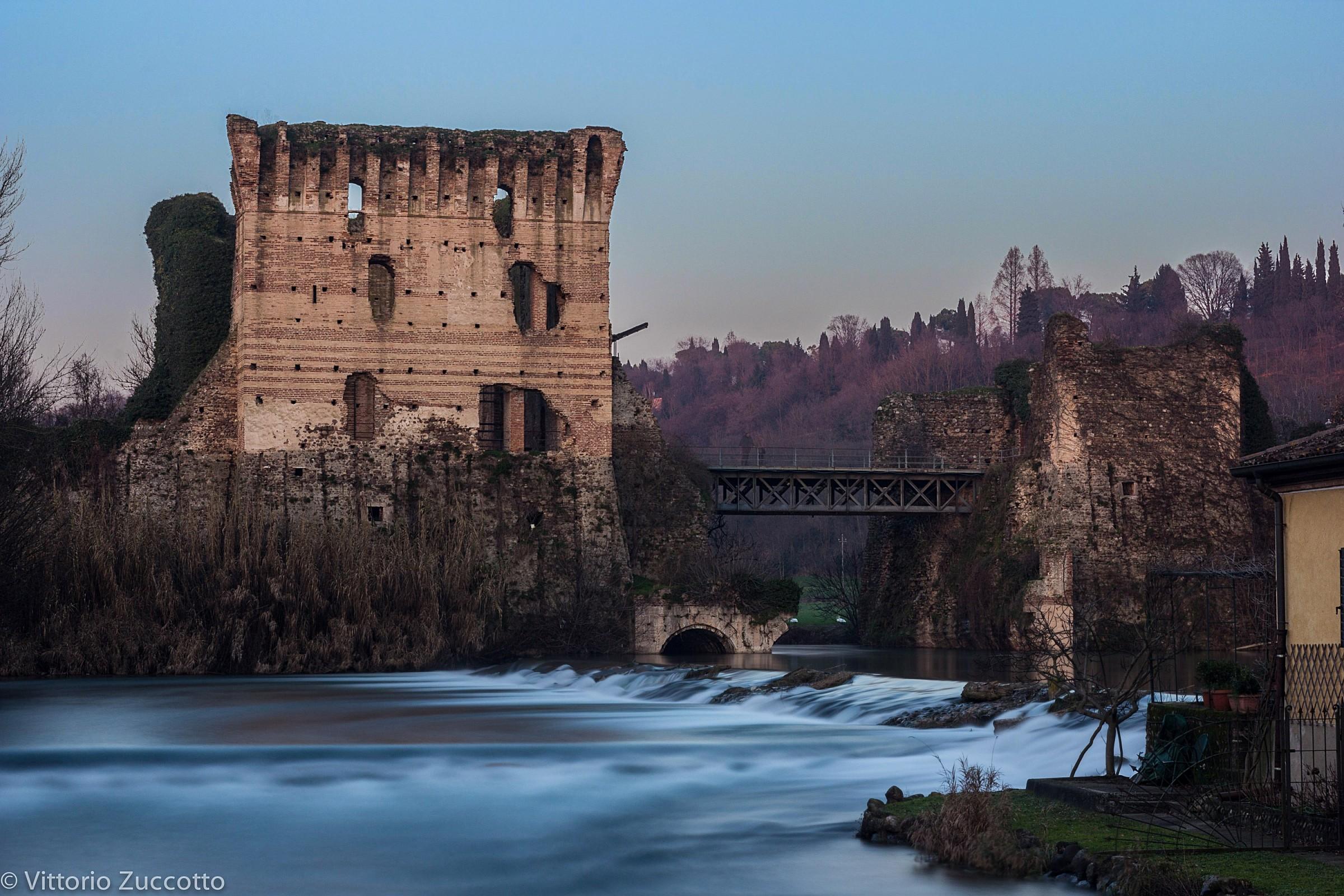 Hamlet (Visconti Bridge)...