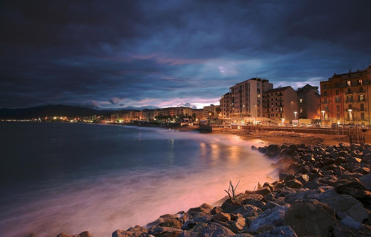A strip of light on the sea .... Savona...