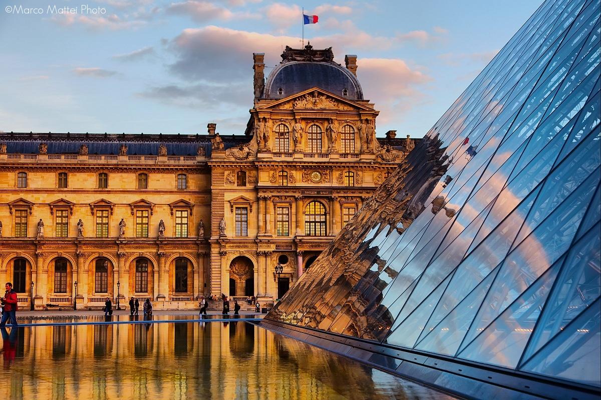Les pyramides du Louvre 2...