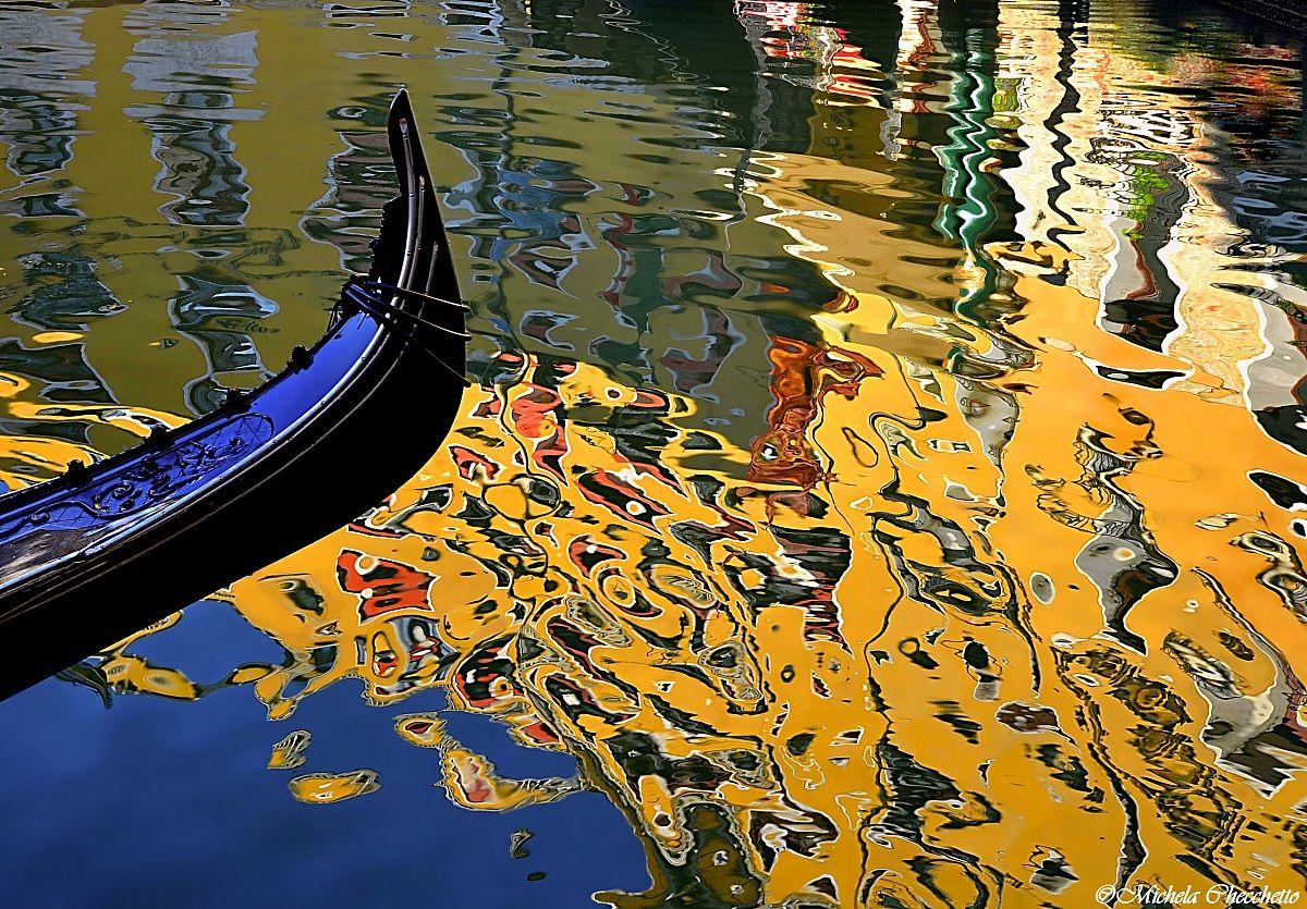 Carnival's colors in Venice...