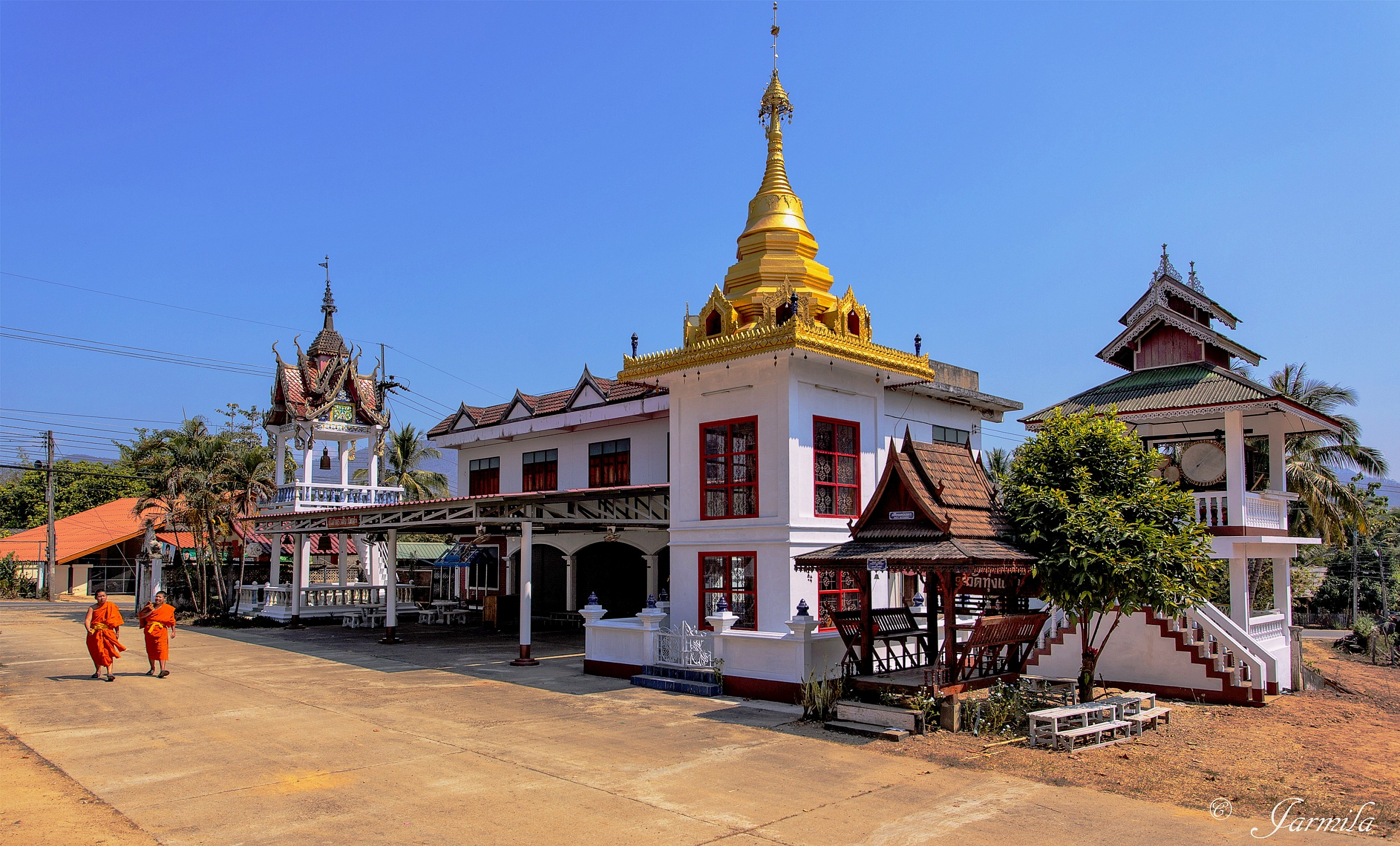 I monaci nel tempio buddista...