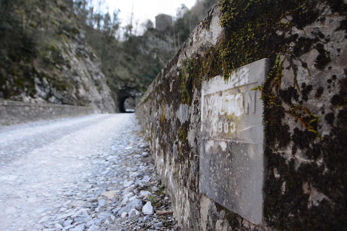 Equi terme, the path to the marble quarry...