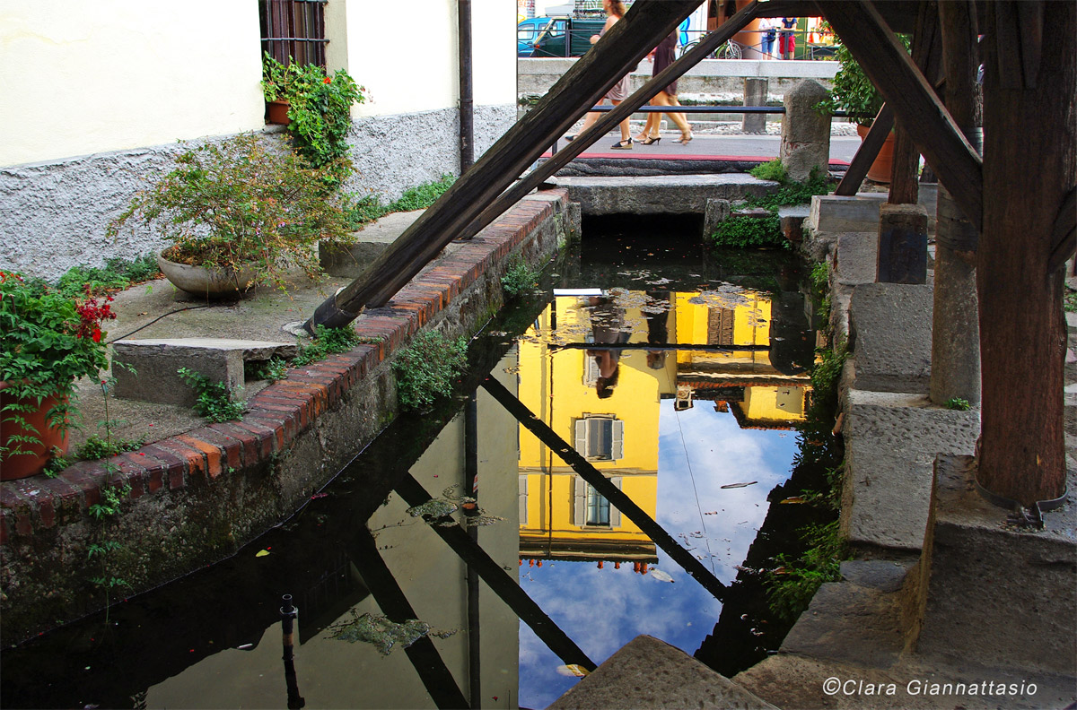 Naviglio Grande-Alley Lavandai...
