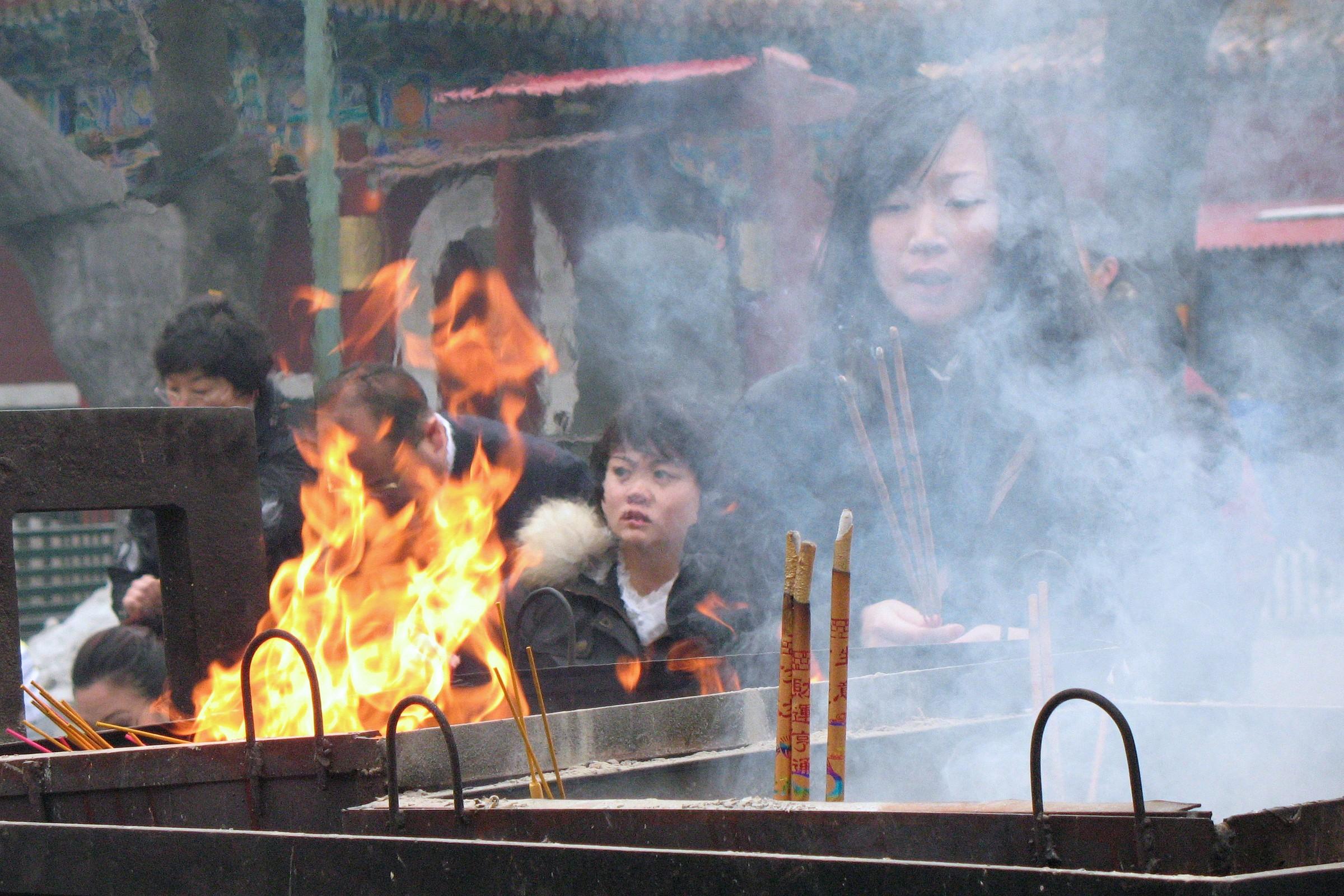 Cina 2010 Pechino Tempio dei Lama: Preghiera...