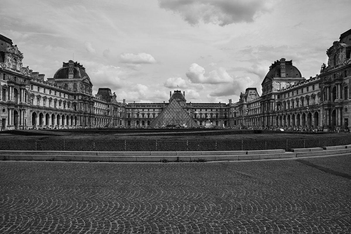 Parigi - Louvre B/N...