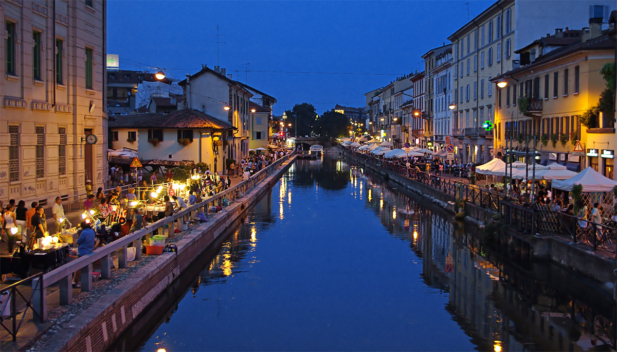 The antiques market on the Naviglio...