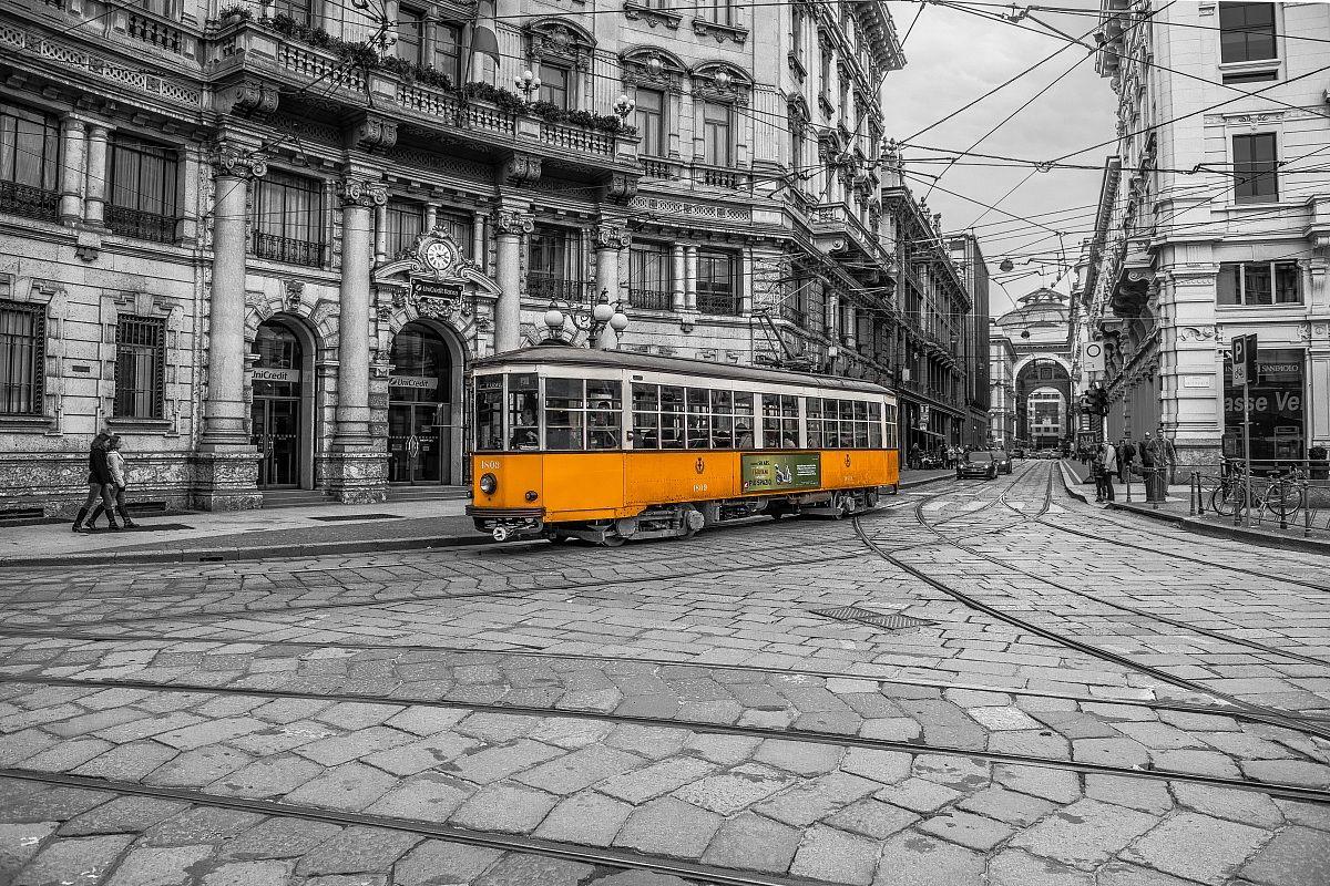tram...