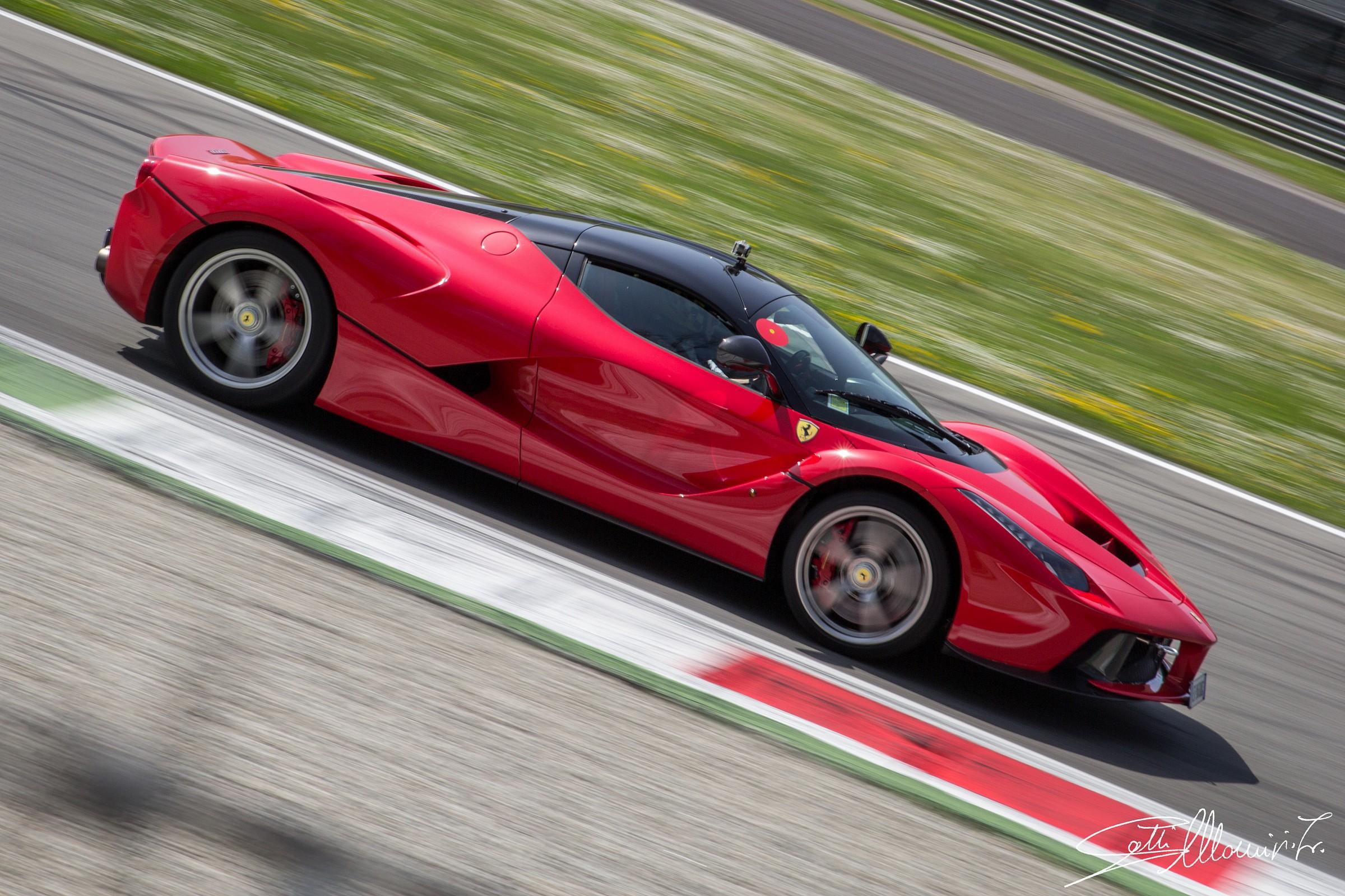 Ferrari LaFerrari...
