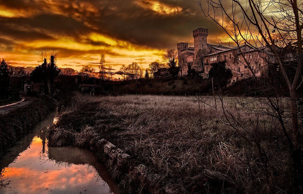 Rocca di Vignola at sunset...