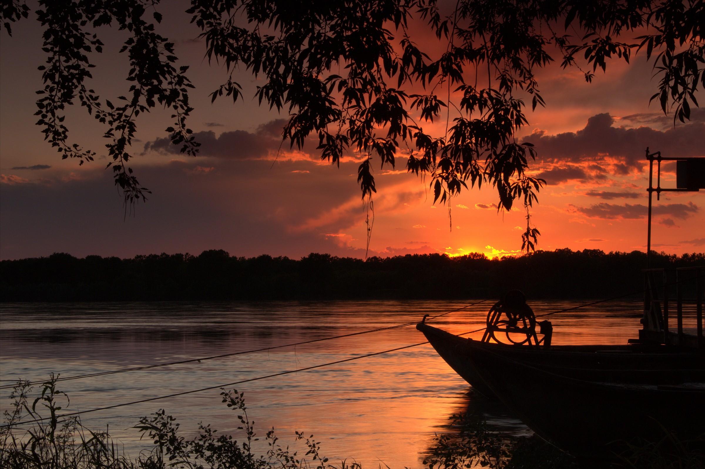 Sunset on the Po in full...