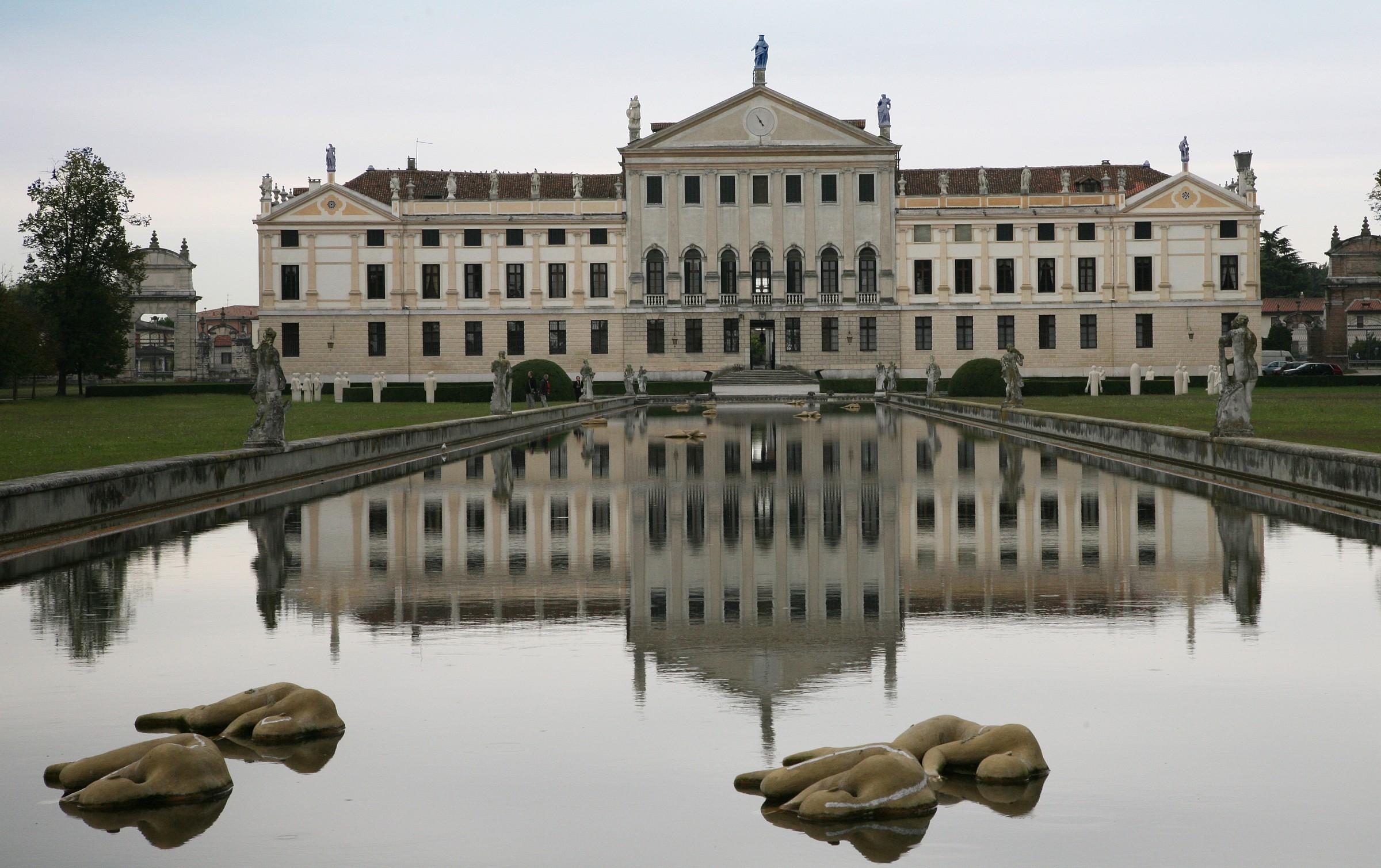 Villa Pisa with dormant...