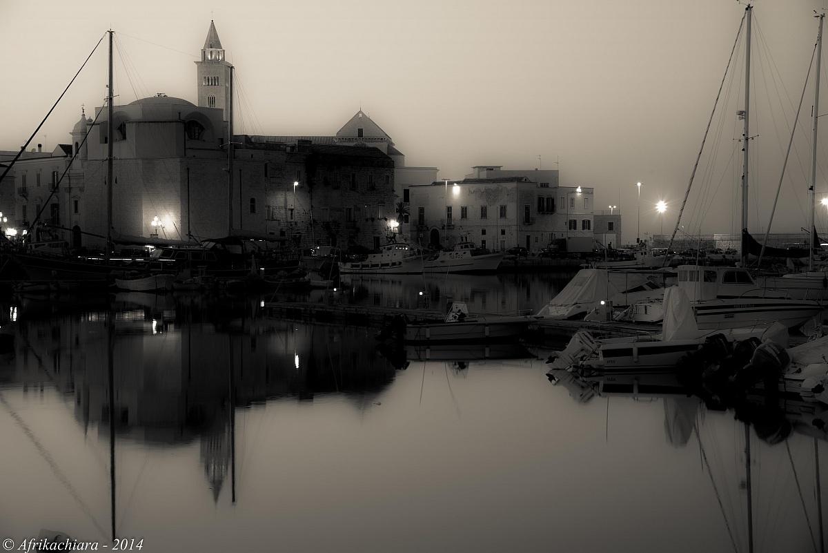 Slight mist on the sea ......