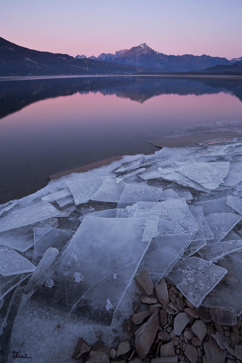 Alba ghiacciata al Lago di Santa Croce...