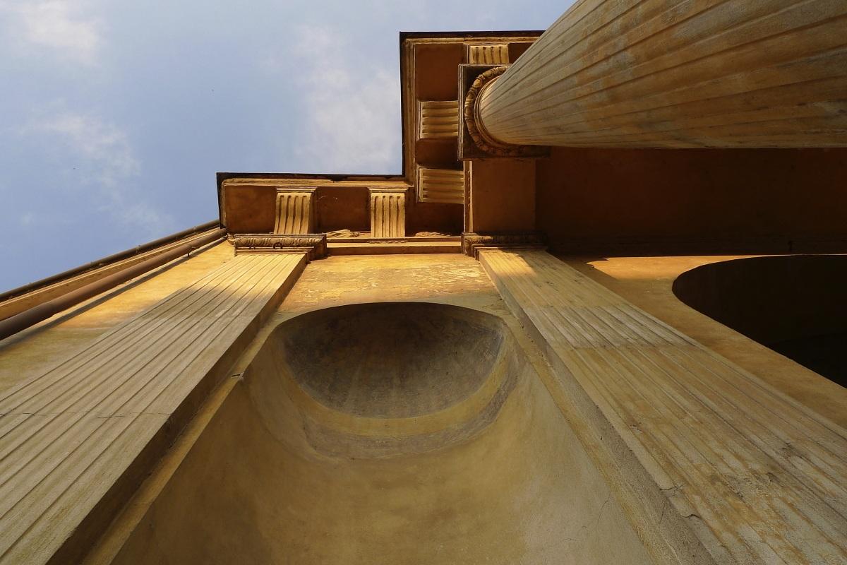 particolare architettonico in piazza Sordello...