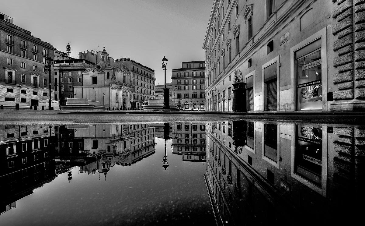 Piazza S Silvestro - Rome...