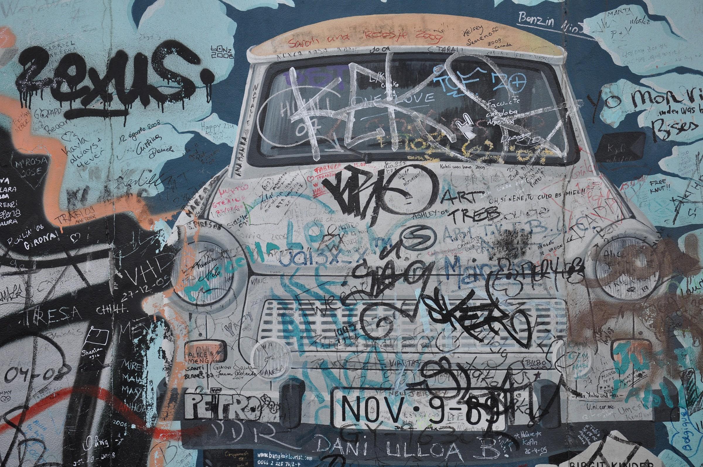 Trabant sul Muro a Berlino...