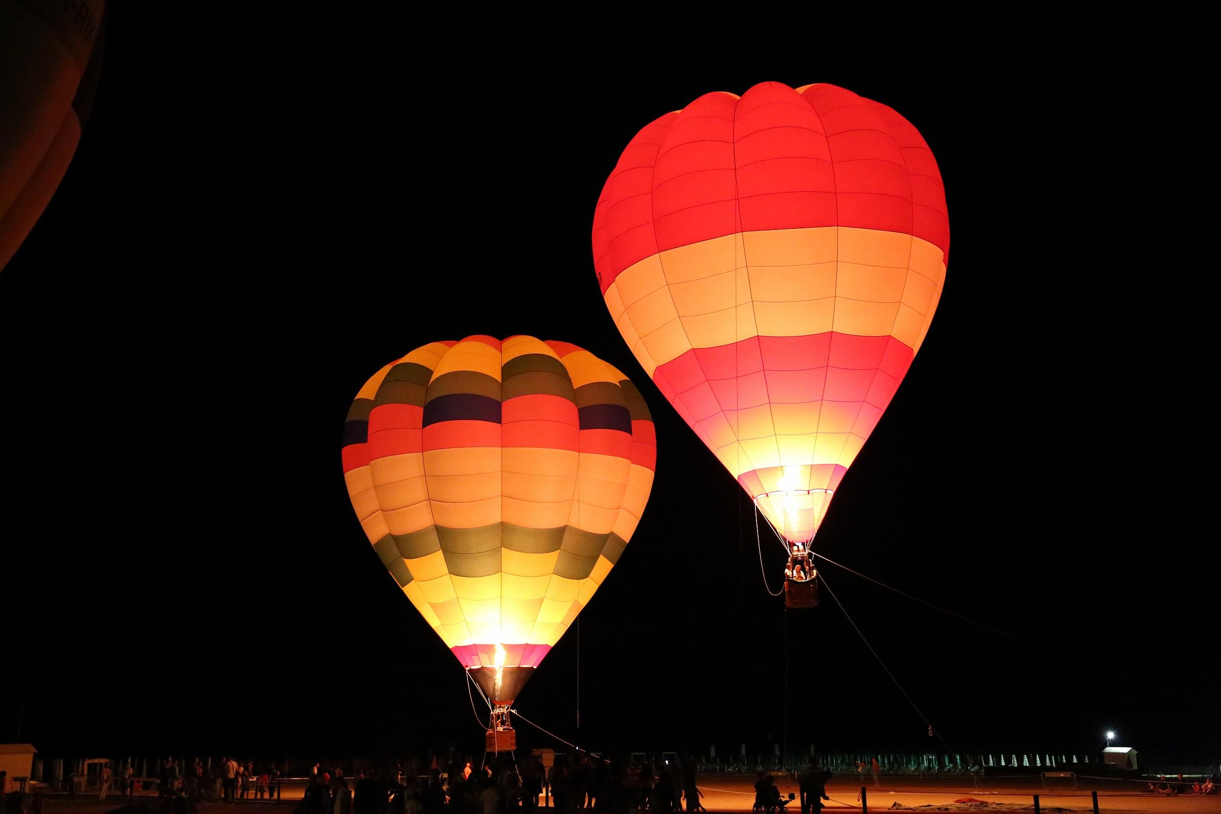 The large lanterns 4...