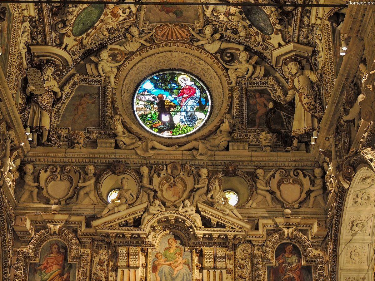 Interno della basilica juzaphoto for Interno j