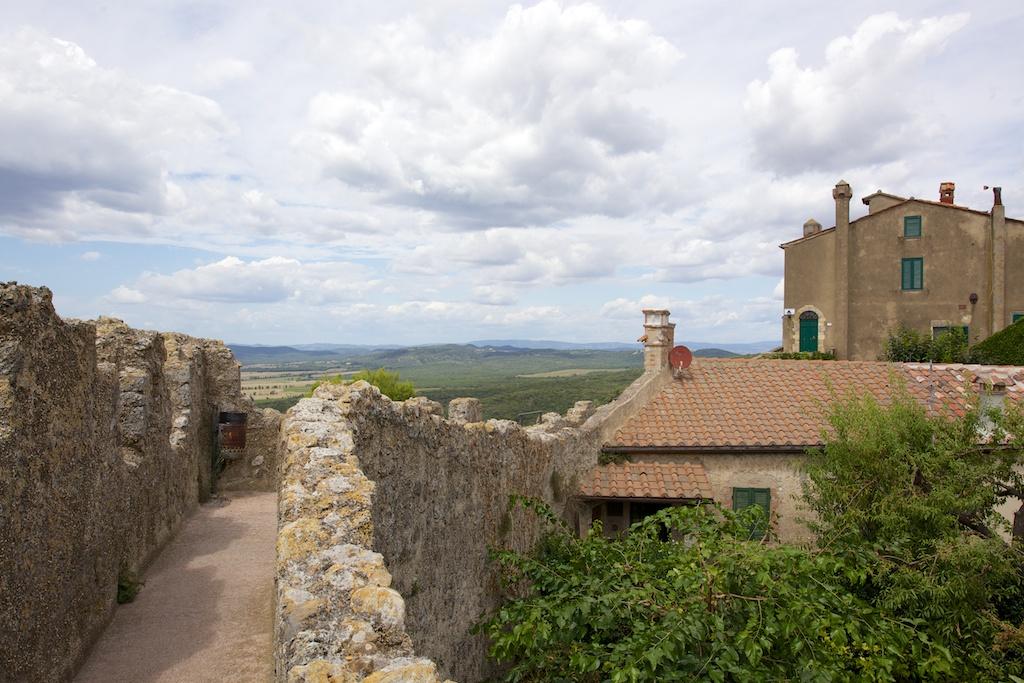 Capalbio - Mura medioevali...