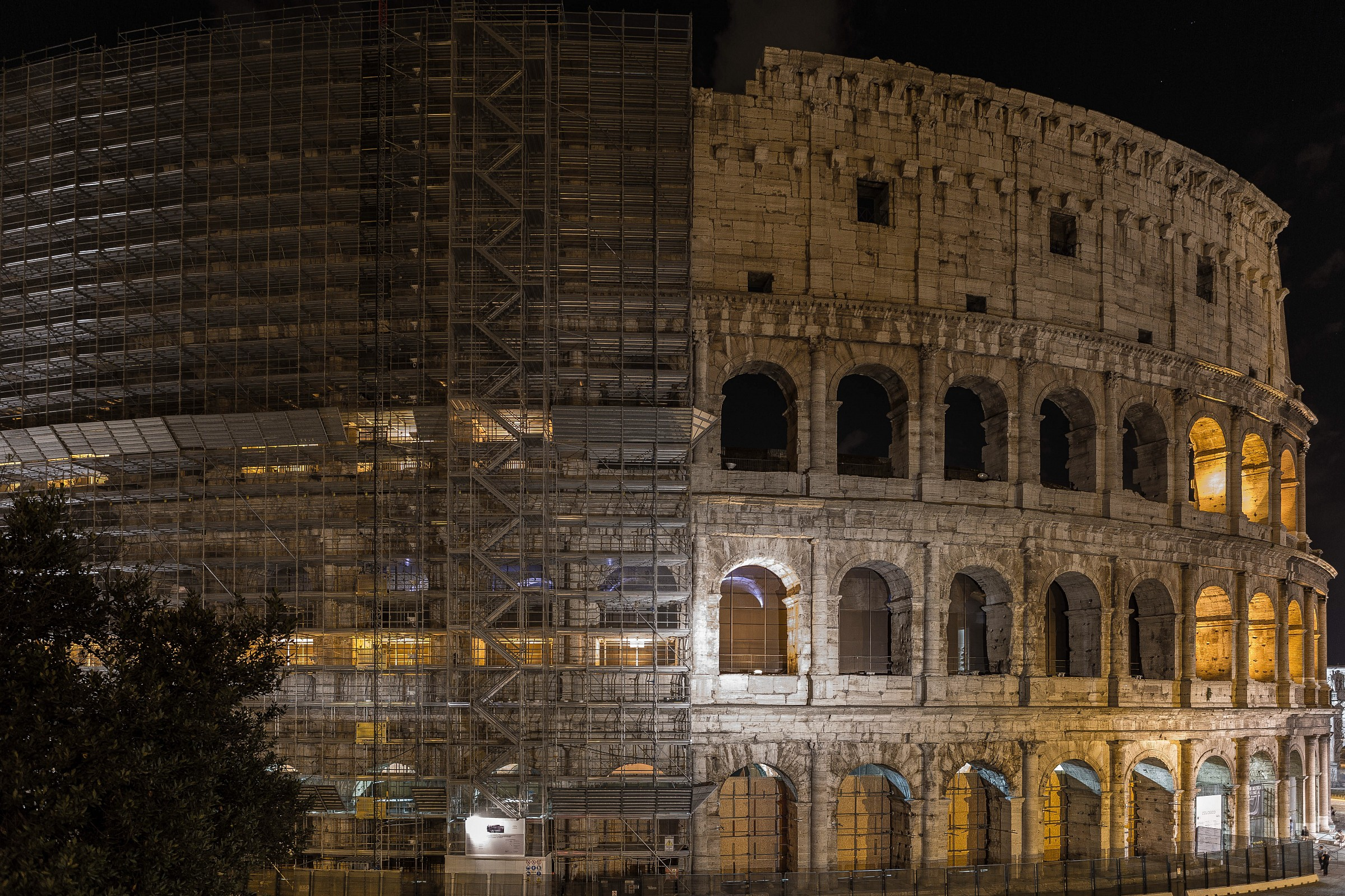 Colosseo1 by night...