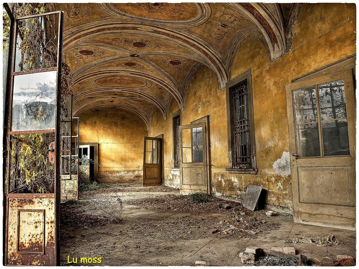 Doors open to the abandonment...