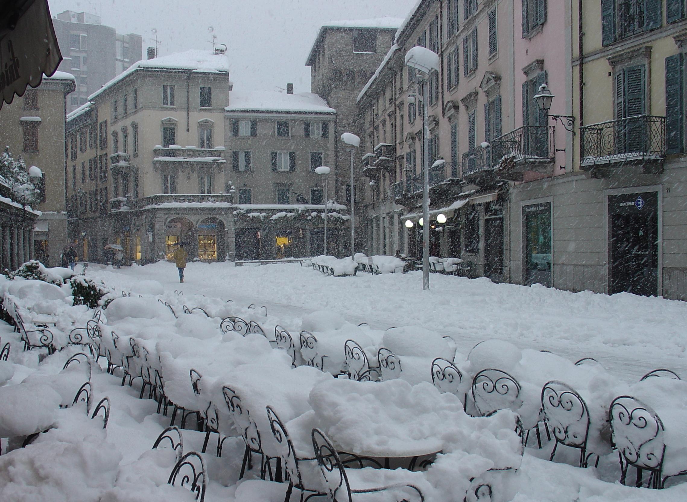 Lecco, piazza XX settembre, nevicata...