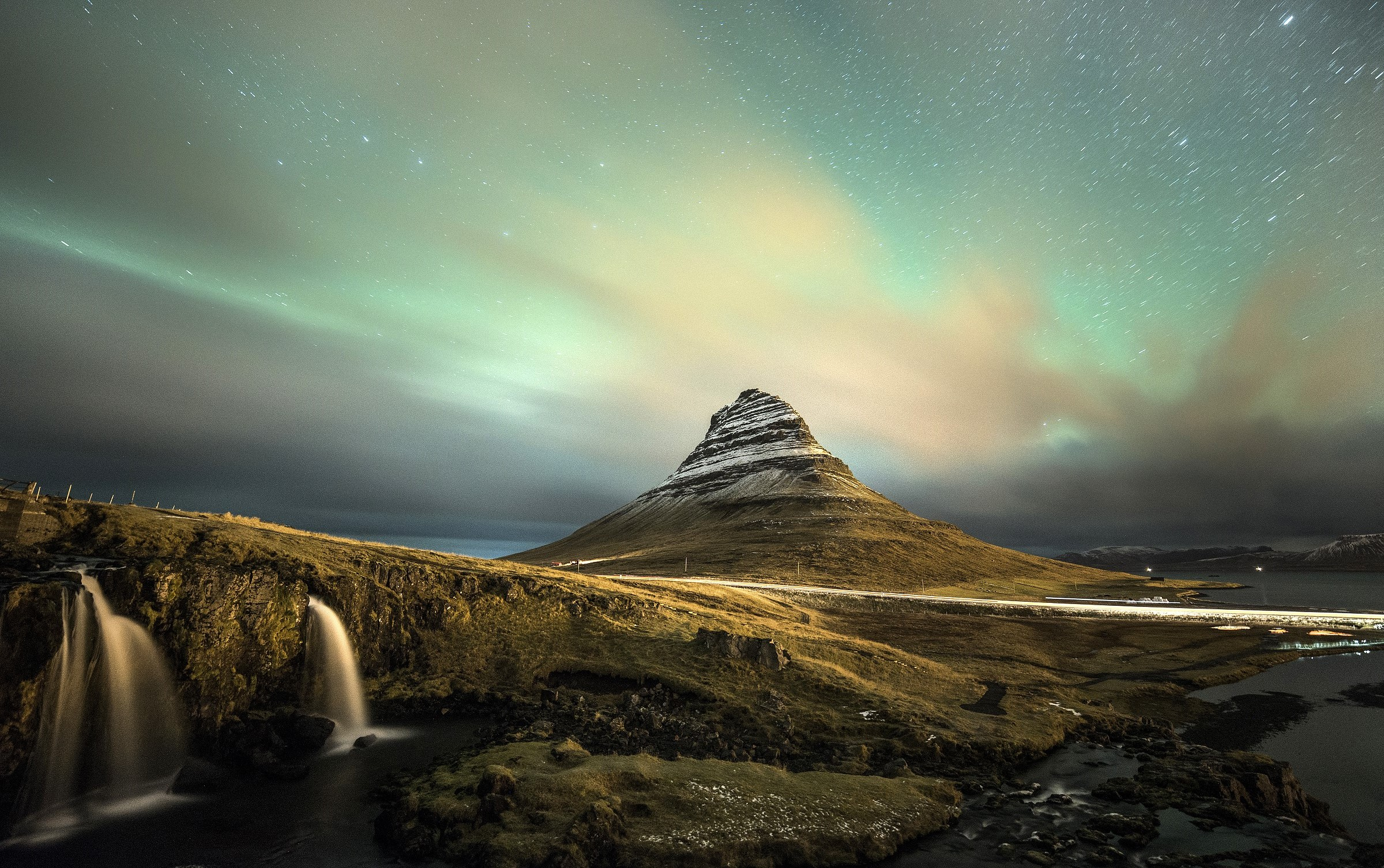 Iceland - Flashes Green to Kirkjufell...