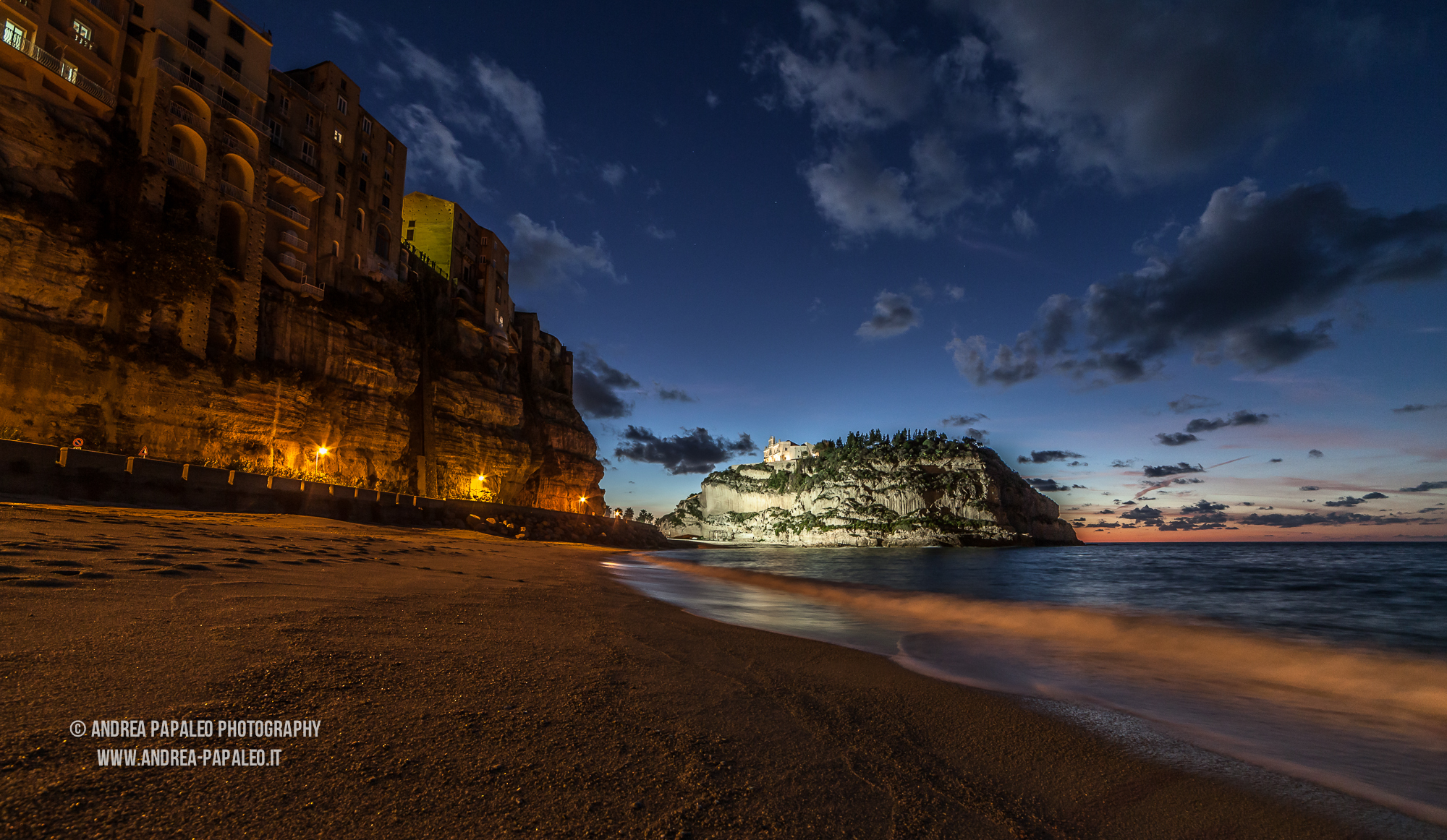 Tropea by night...
