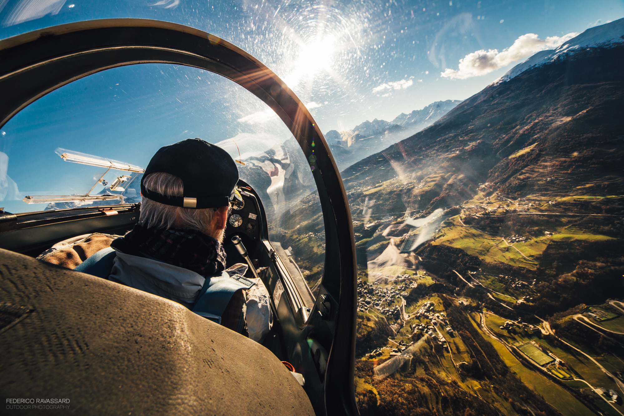 Glider above the Val d'Aosta...