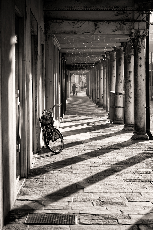 Sotto il portico  JuzaPhoto