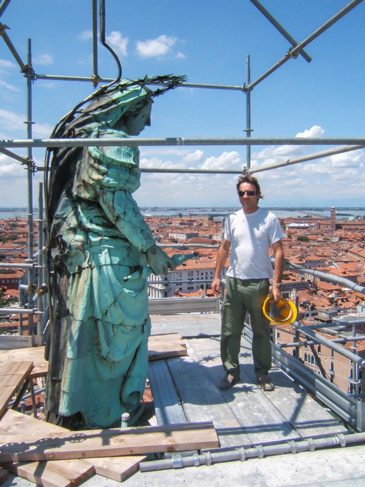Statua della Madonna della Salute in cima alla Cupola...