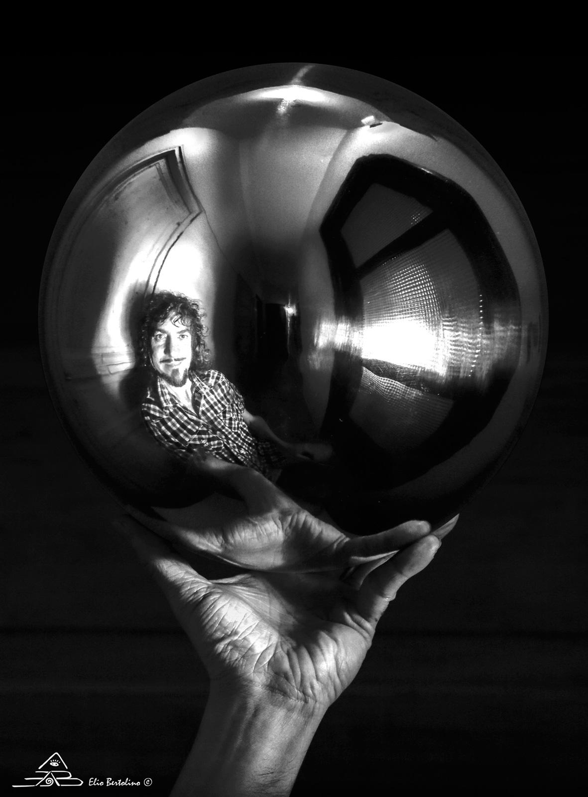 Autoritratto, omaggio a Escher,...