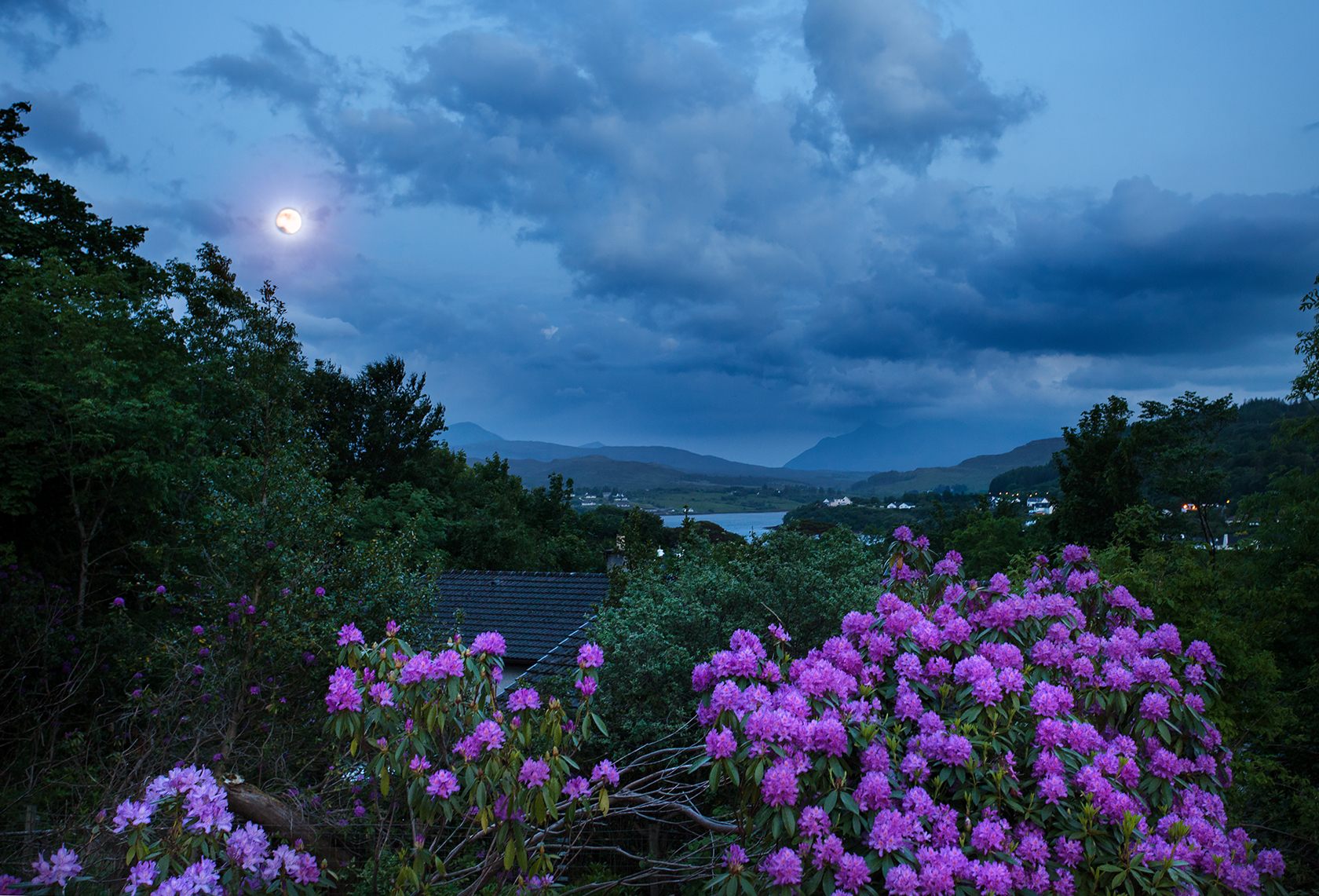 Moon in Portree - Isle of Skye -...