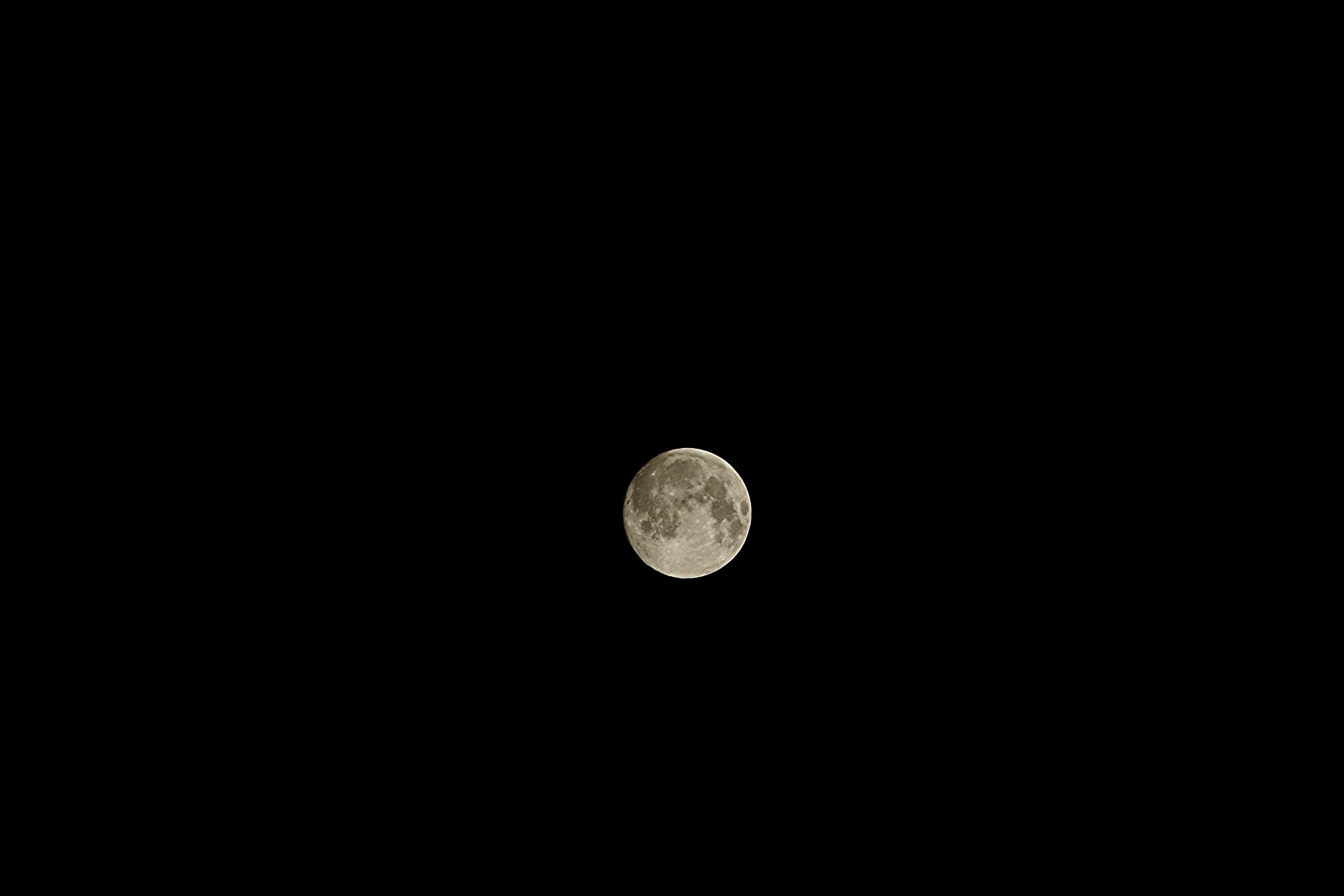 Luna...