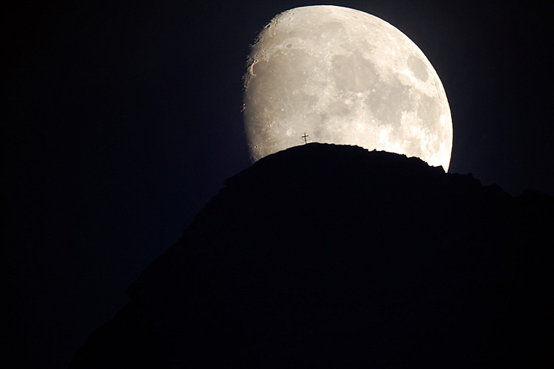 La luna ed il pizzo Tignolino...