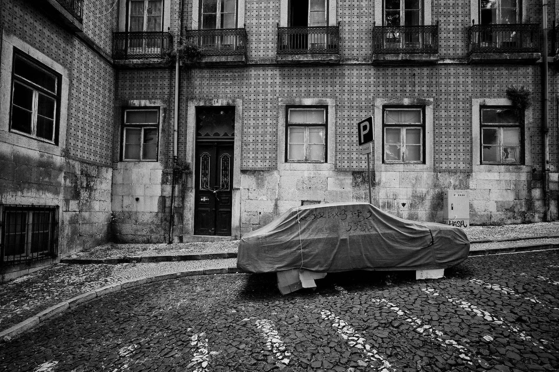 The Car - Alfama...